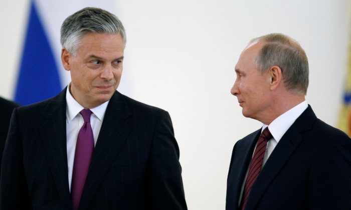 Russian President Vladimir Putin (R) looks at U.S. ambassador to Russia Jon Huntsman during a ceremony of receiving diplomatic credentials from foreign ambassadors at the Kremlin in Moscow on Oct. 3, 2017. (Pavel Golovkin/AFP/Getty Images)
