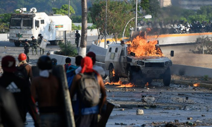 Protesters opposed to the socialist regime in Venezuela clash with security forces in Caracas, during the commemoration of May Day on May 1, 2019. (Federico Parra/AFP/Getty Images)