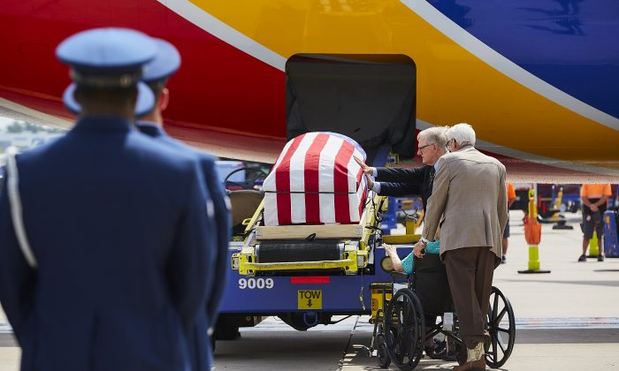 Southwest Airlines Captain Bryan Knight flies his father back home to Dallas Love Field for the final time more than 50 years after he was killed in action during the Vietnam War in 1967, on Aug. 8, 2019. (Ashlee D. Smith/Southwest Airlines)