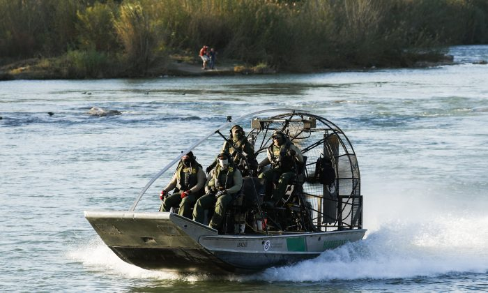 A U.S. Customs and Border Protection boat patrols the Rio Grande at Eagle Pass, Texas, on Feb. 16, 2019. (Charlotte Cuthbertson/The Epoch Times)
