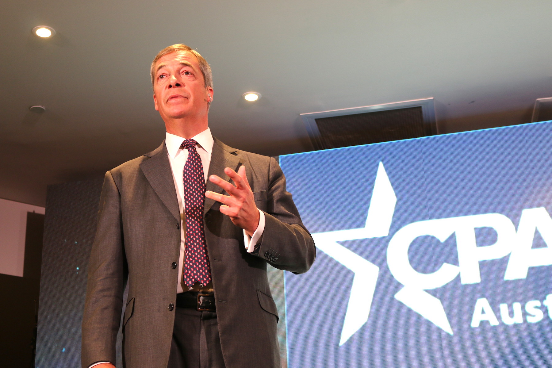 Farage-front