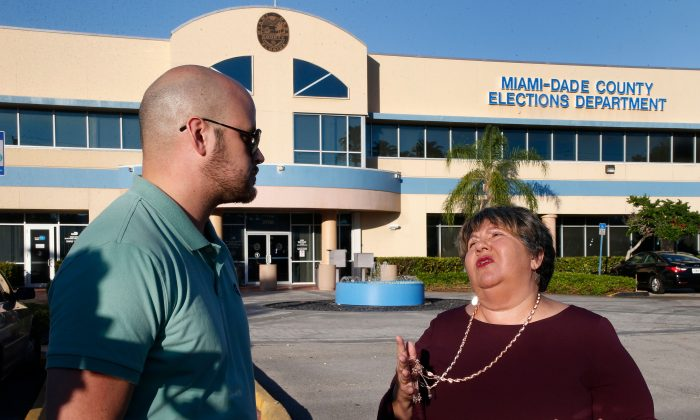 Convicted felons Daniel Torna and Yraida Guanipa share stories before heading in to the Miami-Dade County Elections Department to register to vote, in Miami, Fla., on Jan. 8, 2019. (RHONA WISE/AFP/Getty Images)