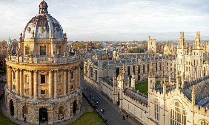 The Radcliffe Camera (L) and All Souls College, Oxford University. (Shutterstock)