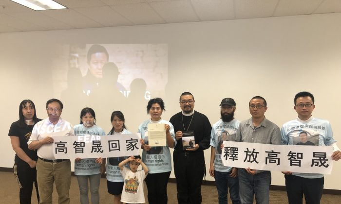"""Members of CCFOR holding signs in Chinese stating, """"Free Gao Zhisheng"""" and """"Let Gao Zhisheng Go Home"""" during the news conference on August 11, 2019. (Nathan Su/Epoch Times)"""