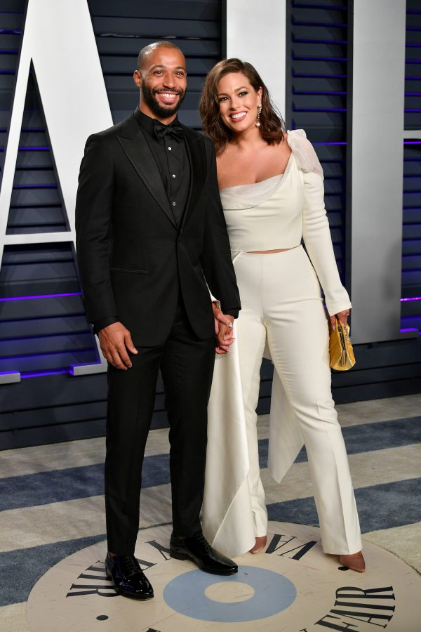 Justin Ervin (L) and Ashley Graham attend the 2019 Vanity Fair Oscar Party