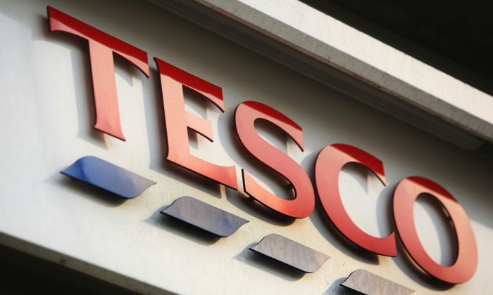 A store sign for Tesco is pictured in central London, on Jan. 14, 2008. (Daniel Berehulak/Getty Images)