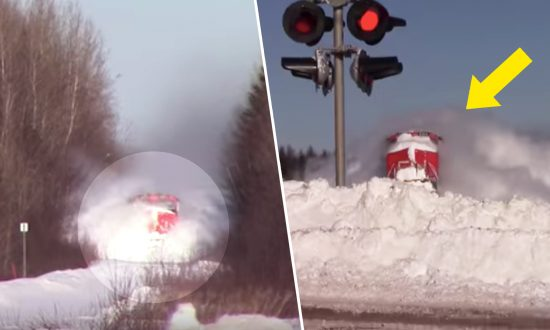 Speeding Train Heads Towards Wall of Snow, the Moment They Collide Shocks Millions