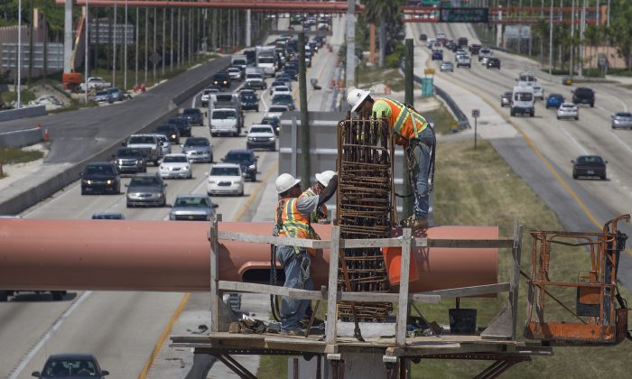 Workers on a Florida Turnpike interchange construction site in Miami, Fla., on May 22, 2019. (Joe Raedle/Getty Images)