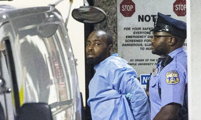 Police take shooting suspect, Maurice Hill, into custody after an hourslong standoff with police, that wounded several police officers, in Phil. on Aug. 15, 2019. (Elizabeth Robertson/The Philadelphia Inquirer via AP)