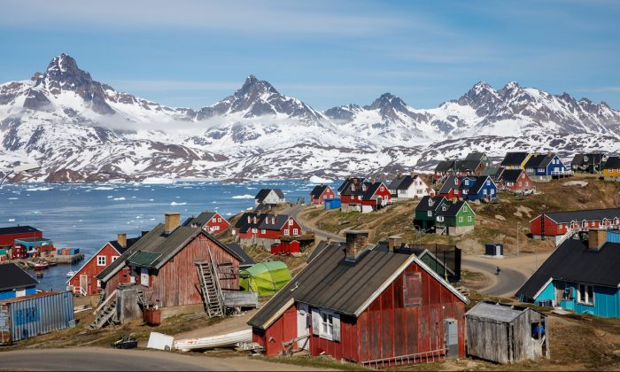 Snow covered mountains rise above the harbor and town of Tasiilaq, Greenland, June 15, 2018. (REUTERS/Lucas Jackson/File Photo)