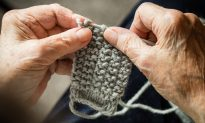91-Year-Old Cancer Patient Spends His Last Days Knitting Over 8,000 Hats for Homeless in Hospice