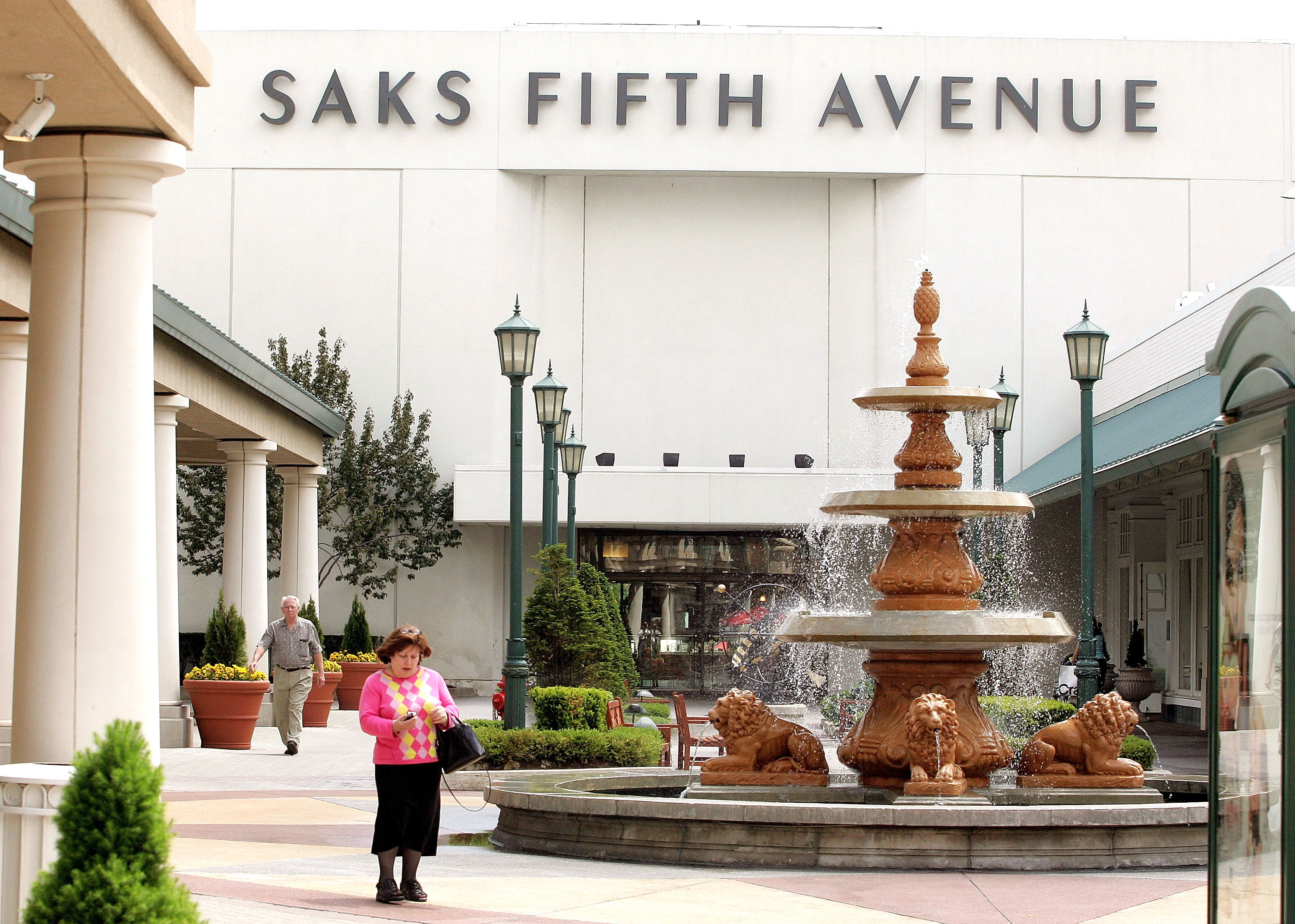 Signage for the Saks Fifth Avenue