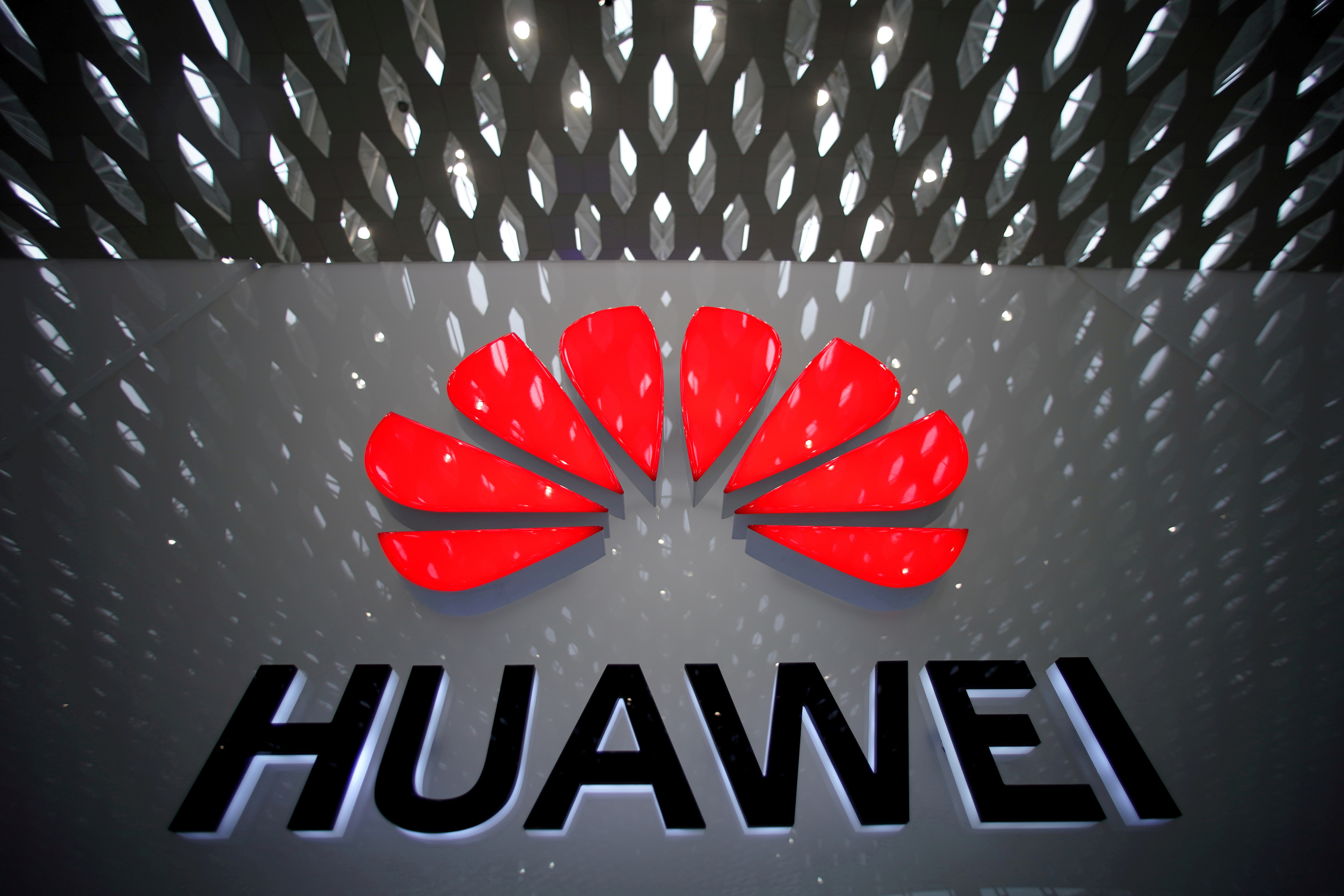 US Lawmakers Propose $1 Billion Fund to Replace Huawei Equipment