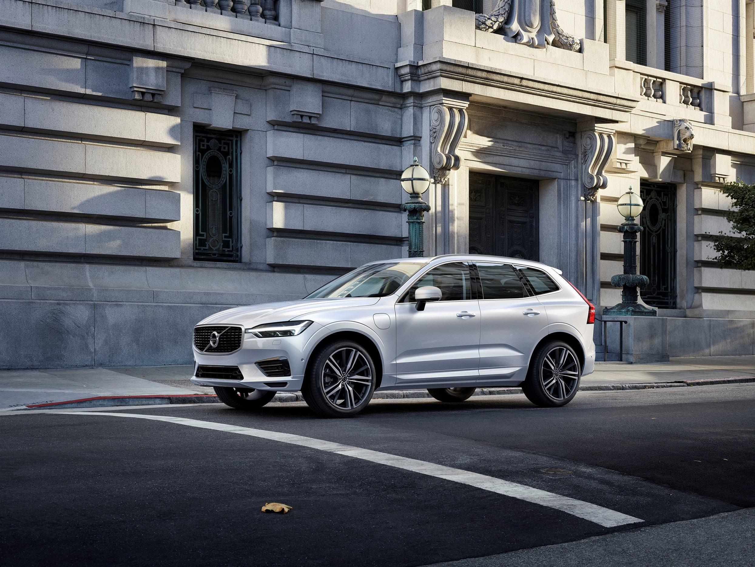 2019 Volvo XC60 T8 R-Design