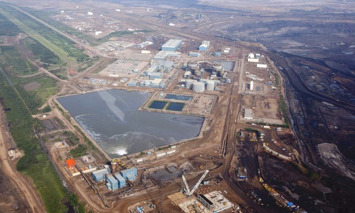An oilsands facility seen from a helicopter near Fort McMurray, Alberta in a file photo. The Canadian Association of Petroleum Producers has registered with Elections Canada to promote the oil and gas industry, which is deemed a partisan issue in the run-up to the election. (The Canadian Press/Jeff McIntosh)