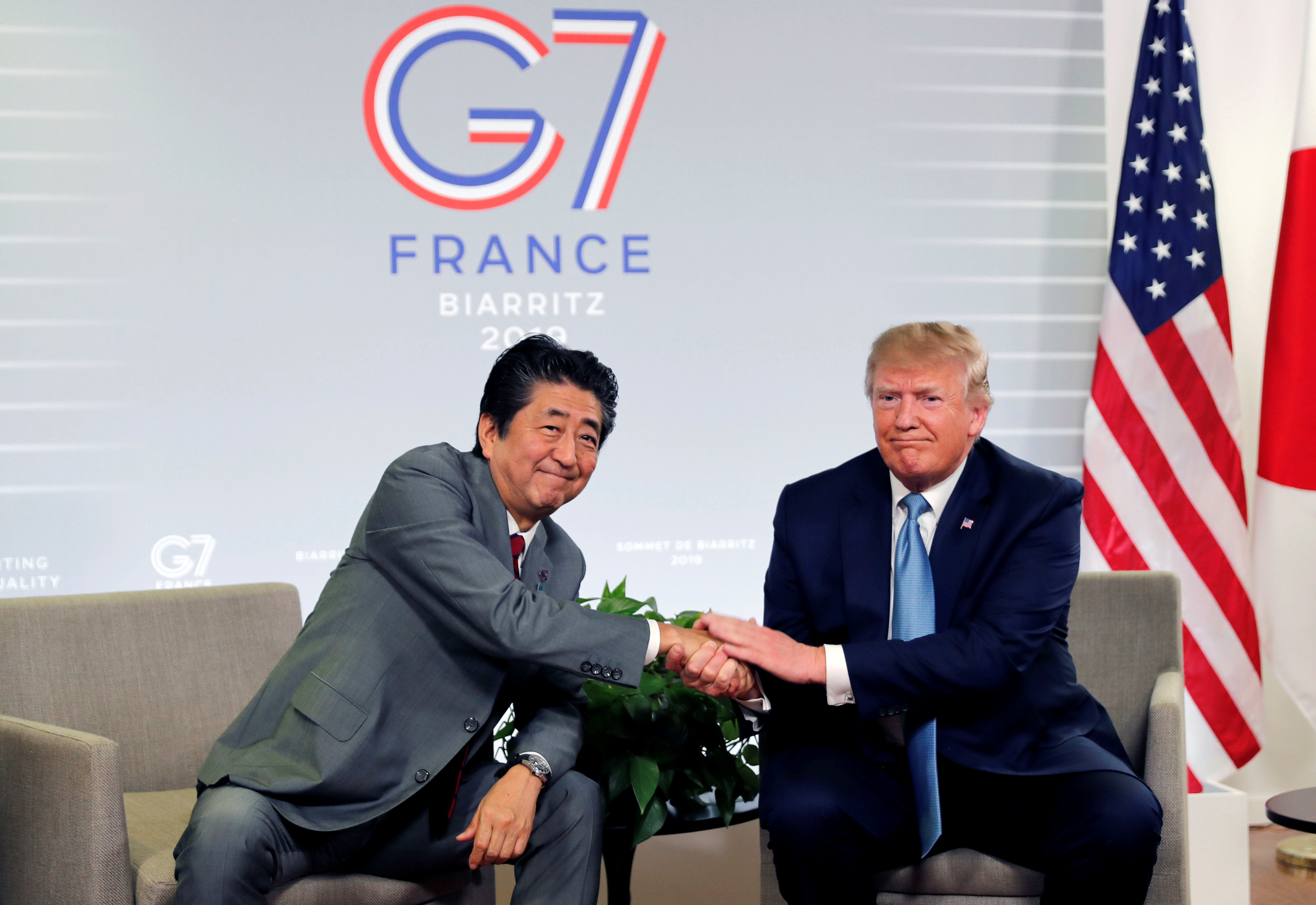 Trump shakes hands with Abe at G7