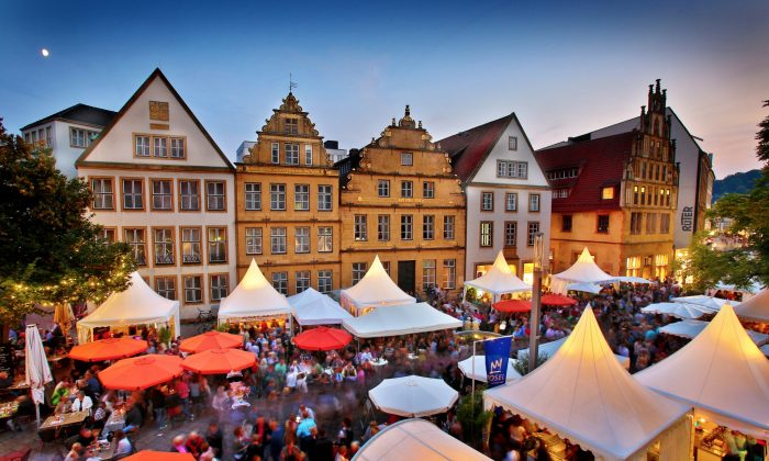 An outdoor wine market in the Old Town section of Bielefeld. (Courtesy of Bielefeld Marketing GmbH)