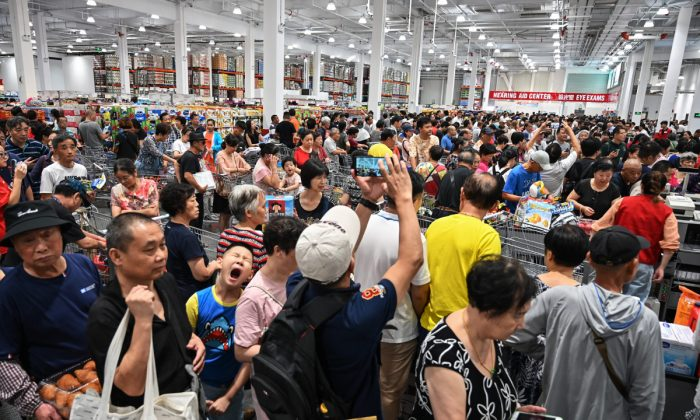People visit the first Costco outlet in China, on the store's opening day in Shanghai on Aug. 27, 2019. (Hector Retamal/AFP/Getty Images)