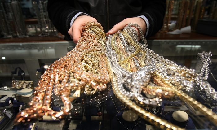 Gold chains are seen for sale in Avianne & Co. in the Diamond District of New York on March 6, 2007. (Mario Tama/Getty Images)