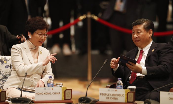 Chinese leader Xi Jinping and Hong Kong's Chief Executive Carrie Lam (L) talk during the Asia-Pacific Economic Cooperation leaders' summit in Danang, central Vietnam, on Nov. 10, 2017. (JORGE SILVA/AFP/Getty Images)