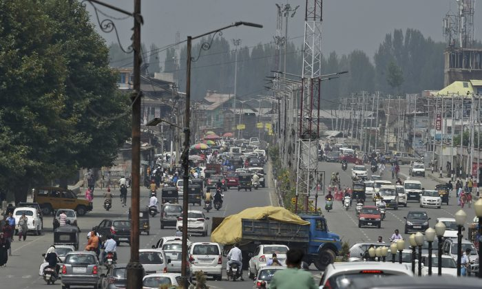 Residents drive along a busy road in Srinagar on Aug. 28, 2019. (Tauseef Mustafa/AFP/Getty Images)
