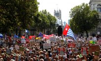 Thousands Protest British PM Johnson's Move to Suspend Parliament