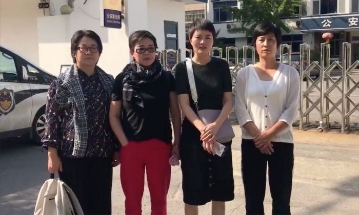 Wang Quanzhang's wife, Li Wenzu, and the wives of 3 other Chinese human rights lawyers criticize the police of Linyi city in front of the police station on Aug. 31, 2019. (Screenshot/Li Wenzu's Twitter)