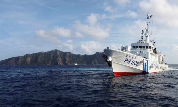 Japan Coast Guard vessel PS206 Houou sails in front of Uotsuri island, one of the disputed islands, called Senkaku in Japan and Diaoyu in China, in the East China Sea on Aug. 18, 2013. (Ruairidh Villar/Reuters)