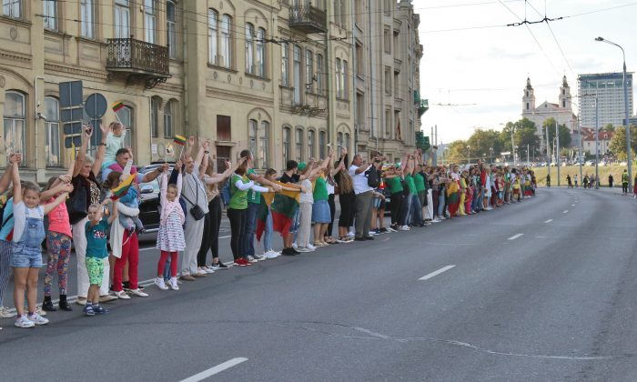 """People form a human chain under the motto """"The Baltic Way - It's Us"""" from Gediminas Tower to the City Limits in Vilnius, Lithuania on Aug. 23, 2019. From Catalan separatists to Hong Kong pro-democracy activists, the human chain that helped the Baltic states win independence from the Soviet Union three decades ago still inspires freedom-seekers the world over. (Petras Malukas /AFP/Getty Images)"""
