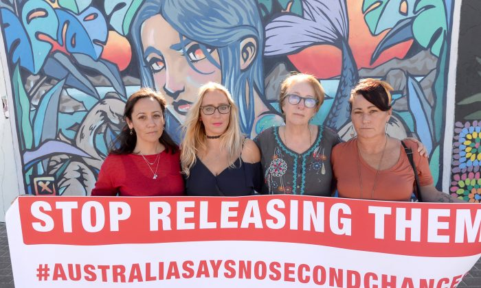 (L-R) Natalie Churnin, Chantelle Hamilton, Mother of Murdered Bondi schoolgirl Samantha Knight, Tess Knight and Tara Catsanis are seen during a community rally against the release of convicted paedophile and child murderer, Michael Guider, in Bondi, Sydney, on May 25, 2019. (AAP Image/Jeremy Piper)