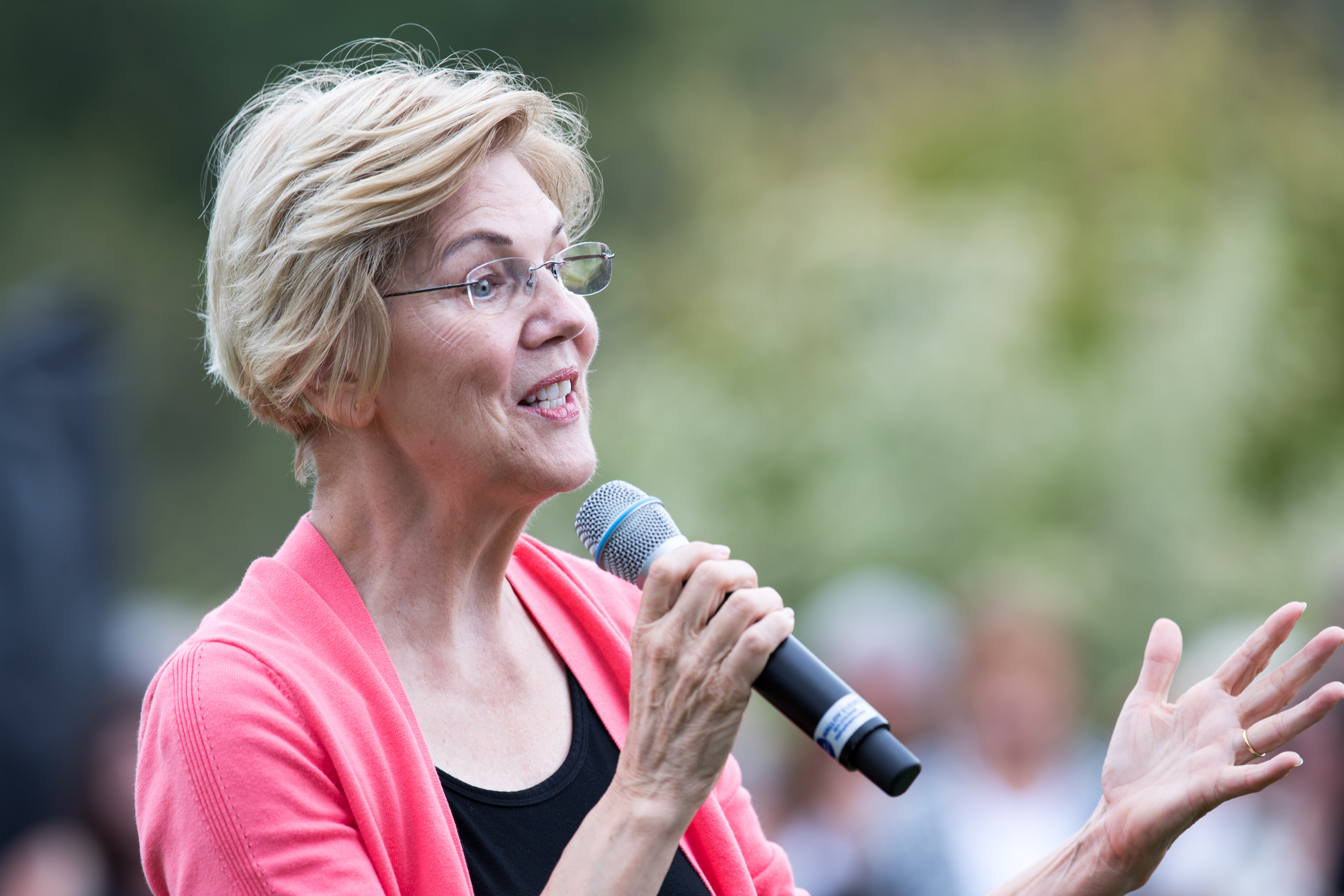 Crowd Size Numbers for Elizabeth Warren Remain Uncorroborated but Signs Point to a Campaign on the Rise