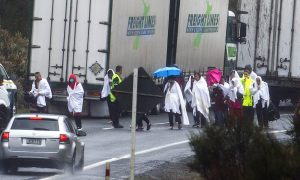 Tour Bus Crashes on Wet New Zealand Road, 5 Chinese Killed