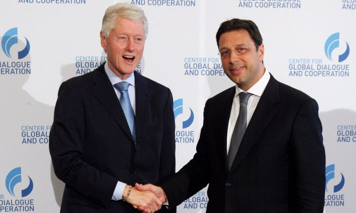 Former President Bill Clinton and Stephan Roh (R) at the CGDC Annual Meeting in Vienna on May 18, 2012. (Mathis Wienand/Getty Images For 2nd CGDC Annual Meeting 2012)