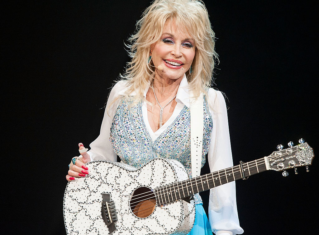 Singer Dolly Parton Performs