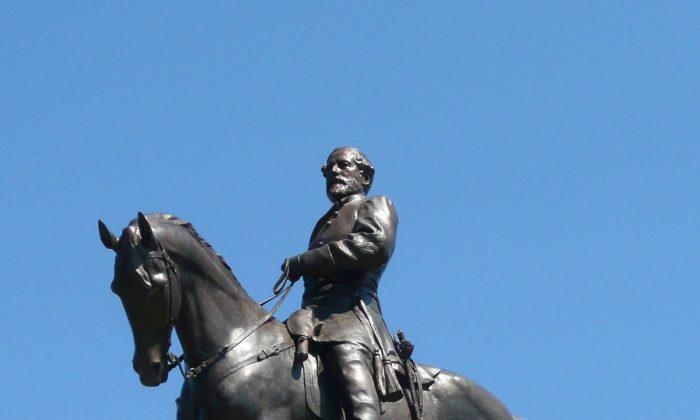 Robert E. Lee, 1890, by Antonin Mercié, on Monument Avenue in Richmond, Va. (Public Domain)