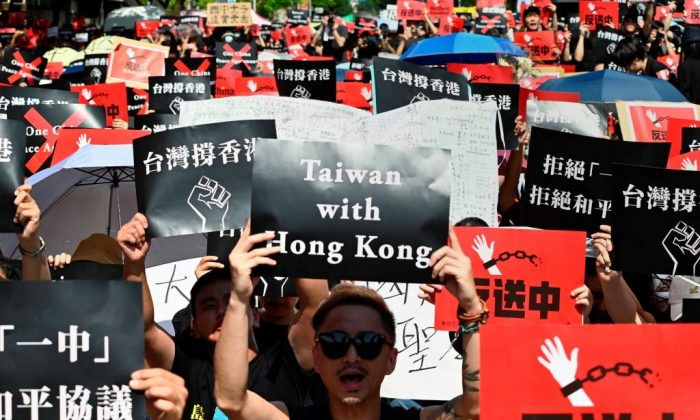 Protesters display placards during a demonstration to support Hong Kong protesters in Taipei, Taiwan on June 16, 2019. (Sam Yeh/AFP/Getty Images)