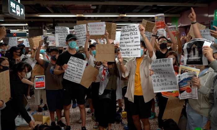 Protesters at a sit-in inside the Prince Edward metro station to demand full unedited CCTV footage of when police stormed into the station and attacked citizens last weekend, in Hong Kong on Sept. 6, 2019. (Shenghua Sung/NTD News)