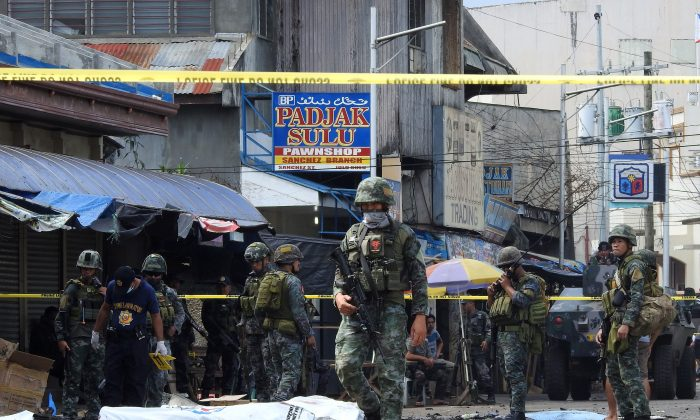 Stock photo of Philippines policemen and soldiers. (Nickee Butlangan/AFP/Getty Images)
