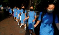 Hong Kong Students Form Chains of Protest as Economic Worries Grow