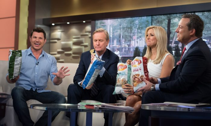 L-R: Nick Lachey, Steve Doocy, Ainsley Earhardt and Ed Henry pose on the set of 'Fox & Friends' at FOX Studios in New York City on July 15, 2015. (Noam Galai/Getty Images)
