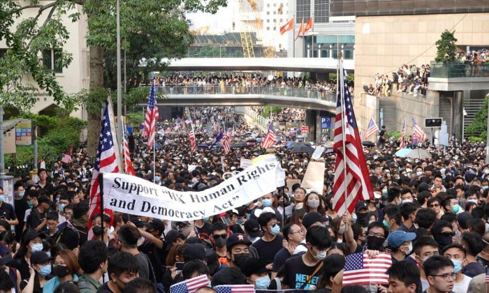 Tens of thousands of Hongkongers take to the streets urging the U.S. government to pass the Hong Kong Human Rights and Democracy Act of 2019 in Hong Kong, on Sept. 8, 2019. (Yu Gang/The Epoch Times)