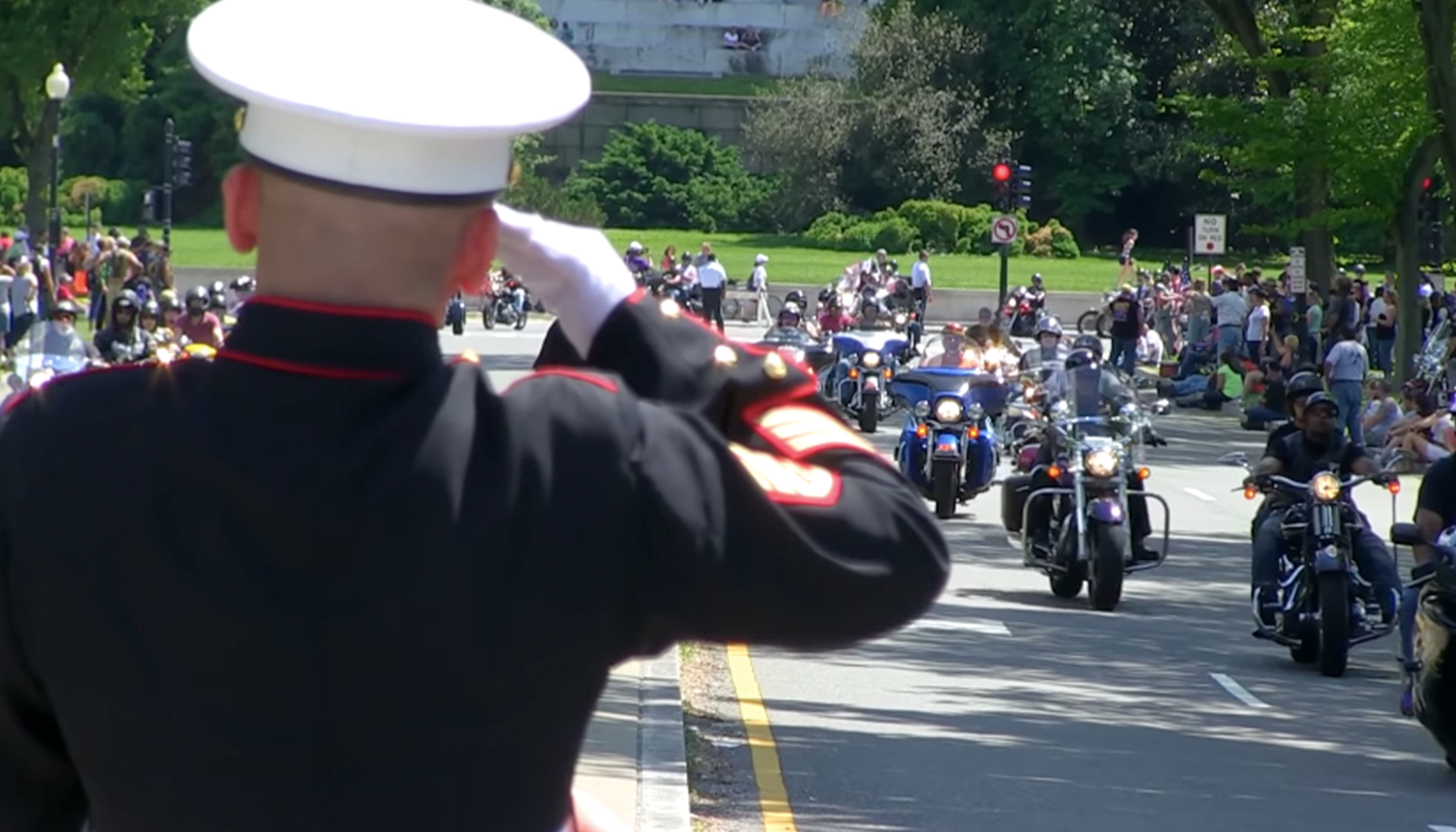 Lone Marine Stood for 3+ Hours to Salute Fallen Soldiers Despite His Broken Wrist
