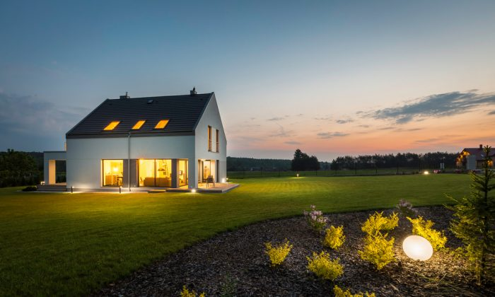 Large lawns offer more privacy and isolation.  (Shutterstock)