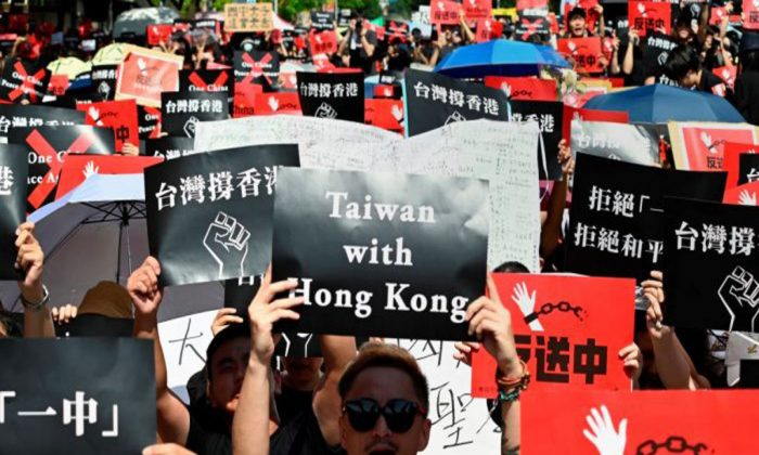 Protesters display placards during a demonstration to support Hong Kong protesters in Taipei on June 16, 2019. (Sam Yeh/AFP/Getty Images)