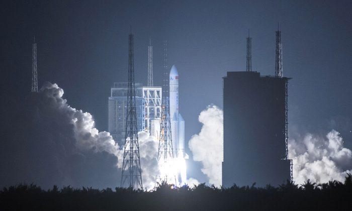 China's heavy-lift rocket Long March-5 blasting off from its launch center in Wenchang, south China's Hainan Province, on Nov. 16, 2016. (AFP/Getty Images)
