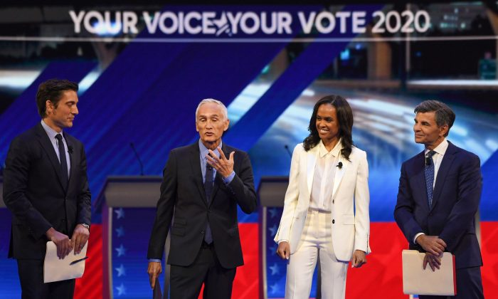 Moderators (L-R) ABC journalist David Muir, US-Mexican journalist Jorge Ramos, Newscaster Linsey Davis, and former Clinton administration official and current ABC News anchor George Stephanopoulos arrive on stage for the third Democratic primary debate of the 2020 presidential campaign season in Houston, Texas on Sept. 12, 2019. (Robyn Beck/AFP/Getty Images)