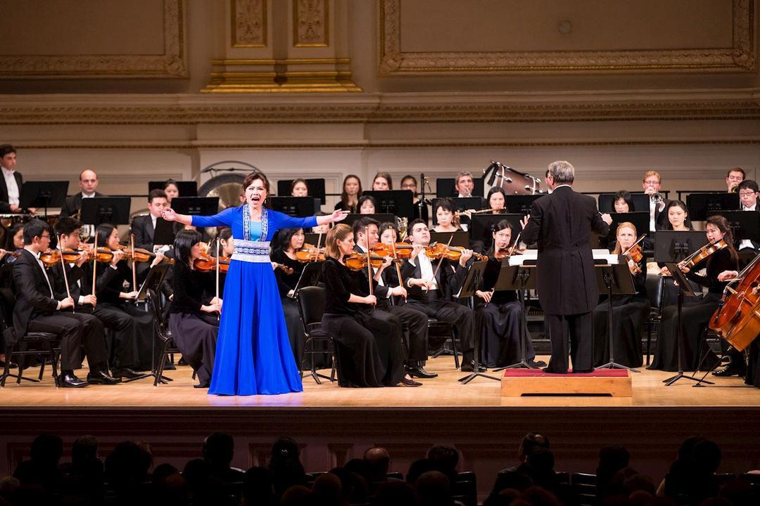 Soprano and Shen Yun Symphony Orchestra