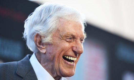 Flashback Video: Dick Van Dyke Treats Diners to Rendition of 'Chitty Chitty Bang Bang'