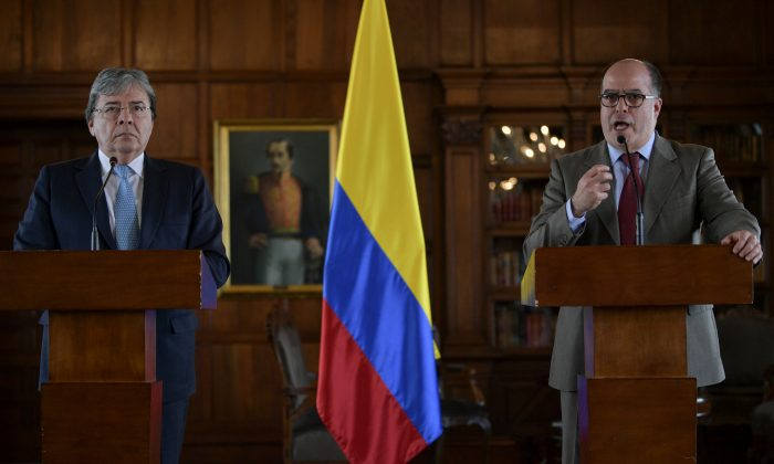 Carlos Holmes Trujillo (L), Colombia's foreign affairs minister, and Julio Borges, commissioner for foreign affairs appointed by Venezuela's head of congress Juan Guaido—who has declared himself Venezuelan president with support from 50 countries—hold a joint press conference in Bogota, Colombia, on Aug. 30, 2019. (Raul Arboleda/AFP/Getty Images)