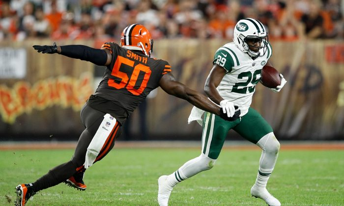 Bilal Powell #29 of the New York Jets carries the ball in front of Chris Smith #50 of the Cleveland Browns during the second quarter at FirstEnergy Stadium in Cleveland, Ohio, on Sept. 20, 2018. (Joe Robbins/Getty Images)